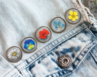 Set of 5 Pins with field flower, Ophelia's bouquet by Shakespeare, Jewelry with flowers, Brooch in a cabochon style with art print, 20 mm