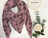 Large scarf/triangle scarf in muslin in old pink with black pustules
