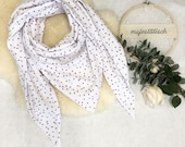 Large scarf/triangle scarf in muslin in white with old pink hearts