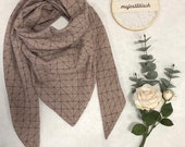 Large scarf/triangle scarf made of muslin in taupe with geometric lines