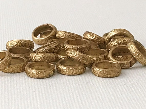 7.9 mm I.D Jump Rings Decorative Raw Brass Wire x 10 G Spacers 8 mm Vintage Floral Links Heavy Antique Brass Connectors 25 Pcs