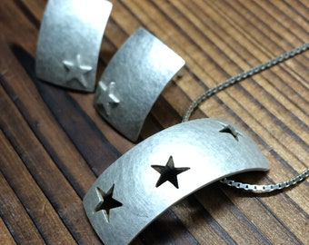 Arc pendant and earring set -  star pattern hammered brushed finish