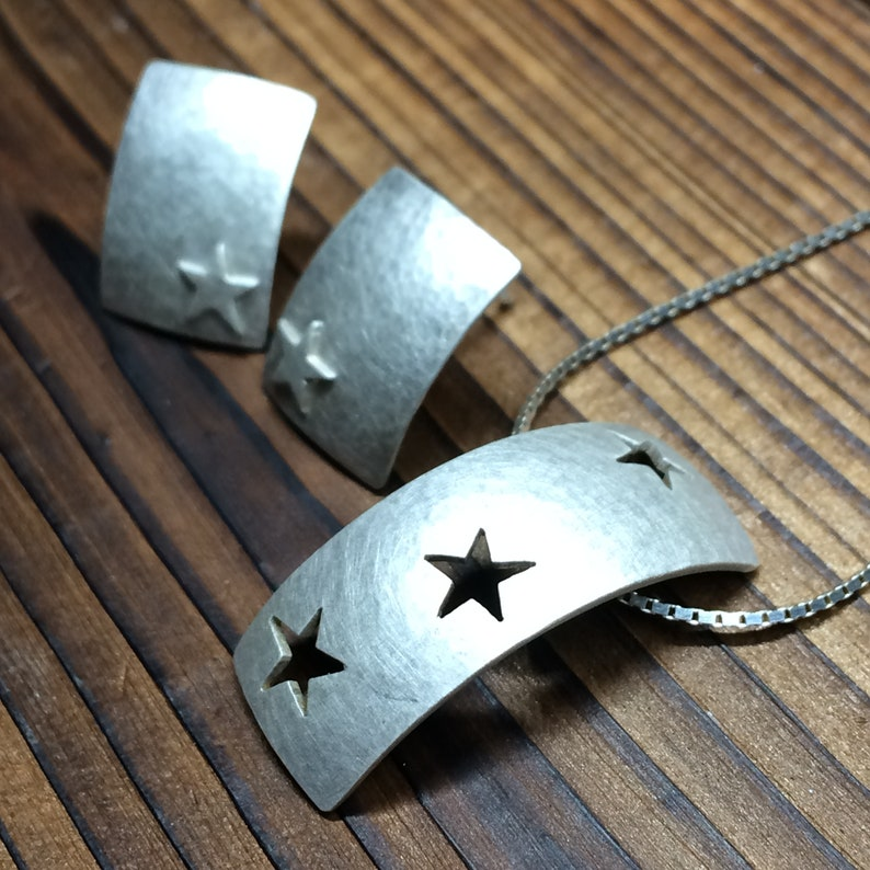 Arc pendant and earring set   star pattern hammered brushed image 0