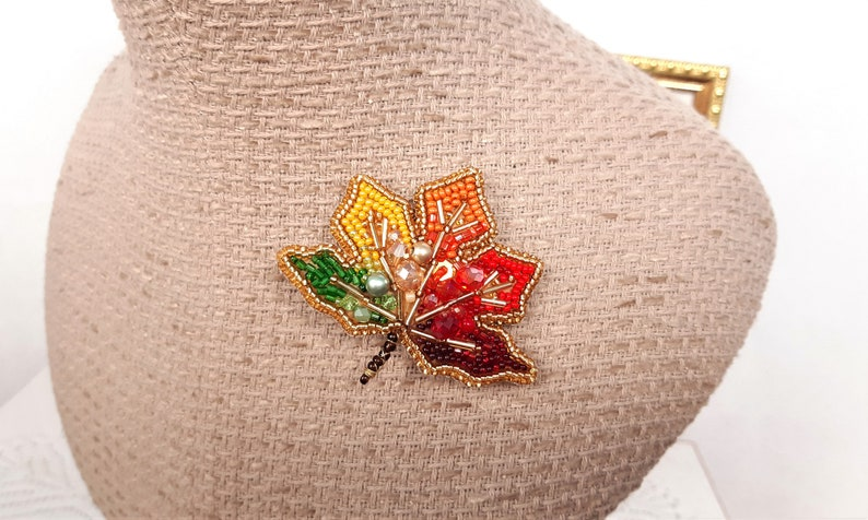 Maple leaf brooch Women/'s bead brooches Crystal orange brooch Individual autumn gift leaf Red bead brooch Green beads brooch Maple leaf pin