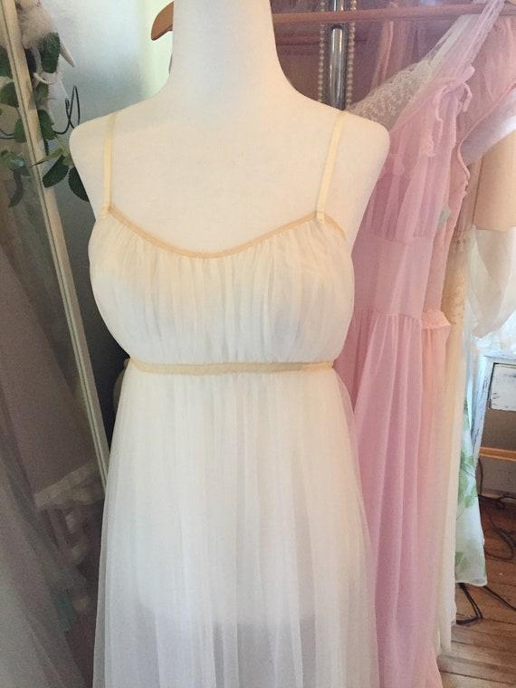 Vintage 1950s 1960s vanity fair white bridal peig… - image 4