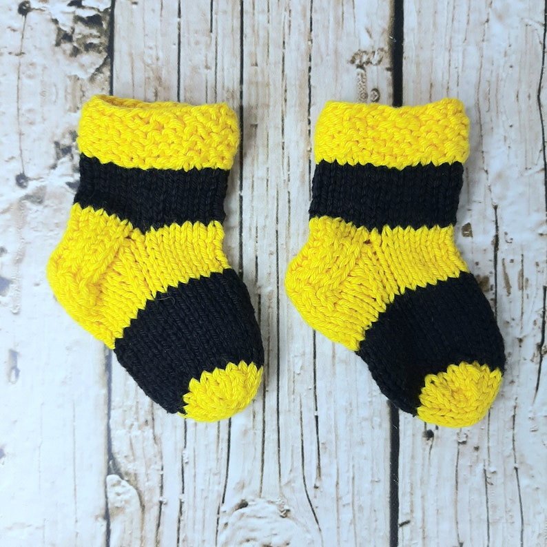 Photo Prop Size 0 to 3 Month Infant Baby Knit Halloween Bumble Bee Costume 100/% Cotton Hat and Matching Socks Handcrafted