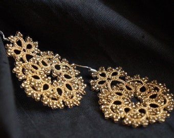 Gold tatted earrings with seed beads. Dangle flower earrings - tatting lace, small gold earrings.