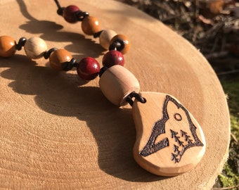 Totemic Necklace with Wooden Wolf Pendant – Natural Handmade Ethnic Jewelery – Hand-sculpted Wood Art – Wood Burning – Shamanic Art