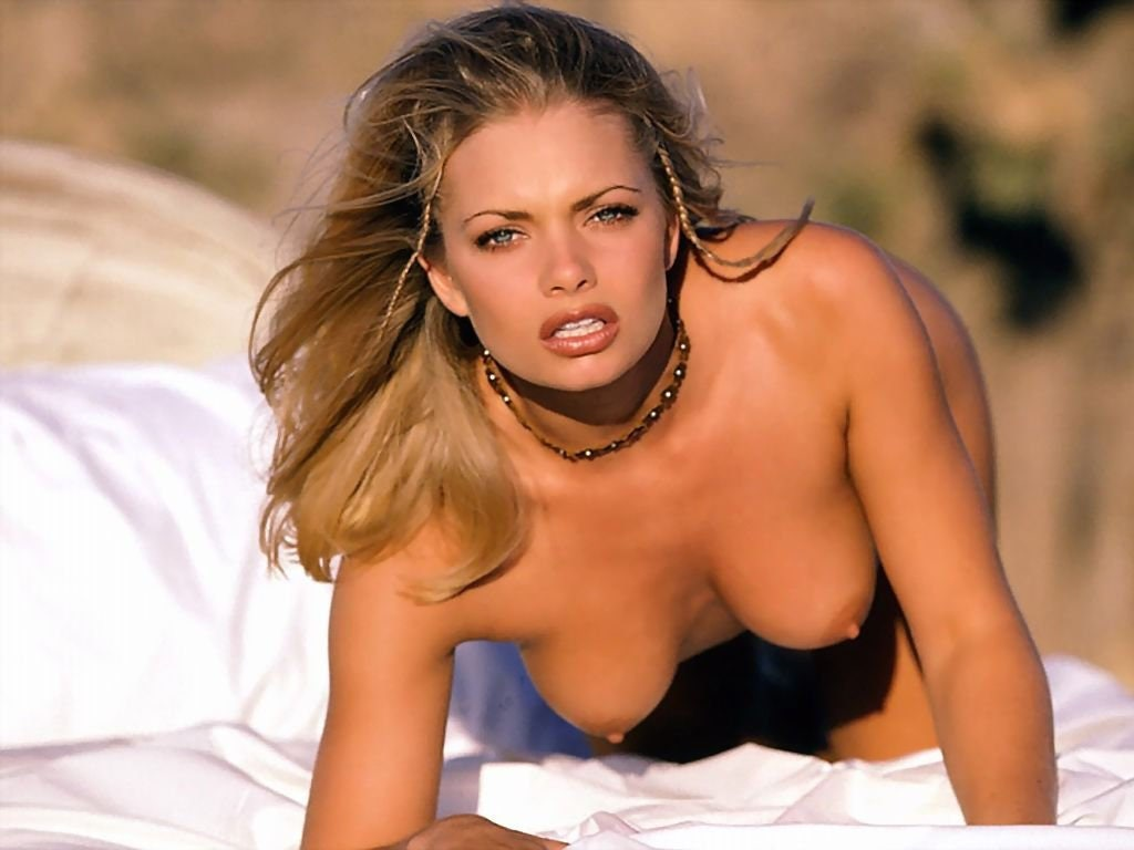 jaime-pressly-topless-naked-south