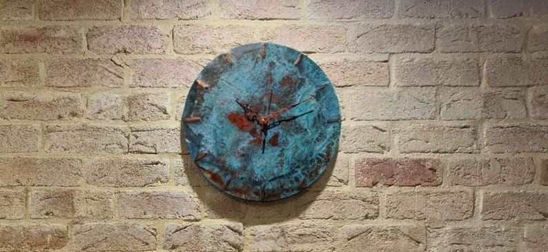 Horloge bleue de cuivre