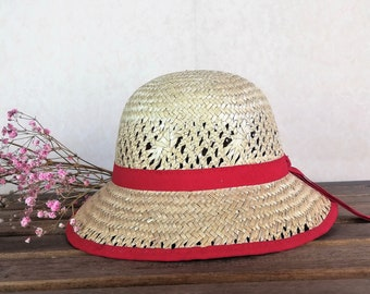 131716ff Cloche straw hat. Never used vintage for child. Size 49 cm. US 6 1/8 in.