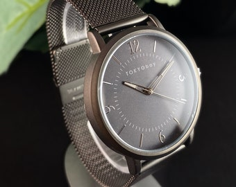 Men's Watch, Silver Mesh Band, Round Case - TOKYObay