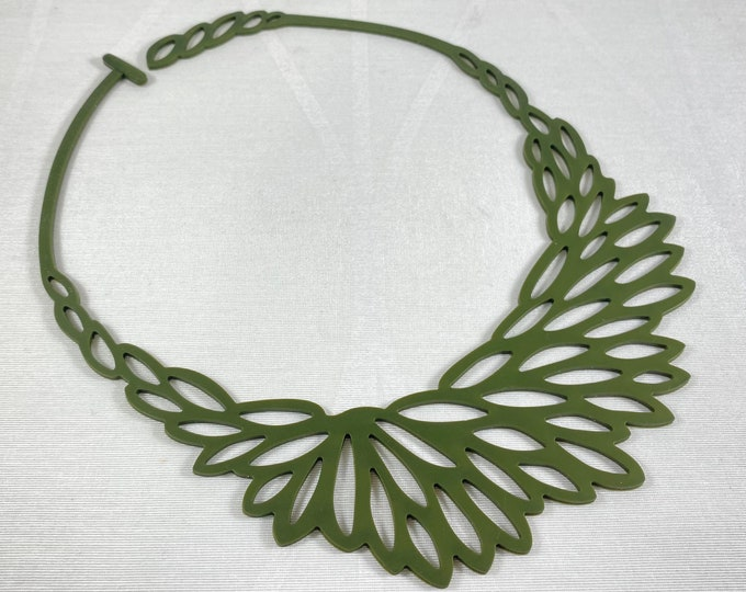 Flexible Lightweight Necklace - Olive