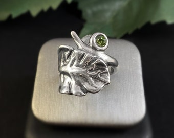 Silver Leaf Ring with Green Swarovski Crystal - Uno de 50 Jewelry