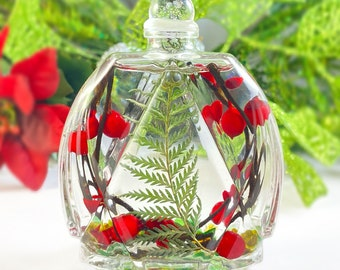 Liquid Candle with Red berries, Small Round Liquid Candle/Home Decor - Handmade in USA - Long Burn Time