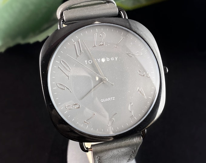 Men's Watch, Gray Leather Band, Square Case - TOKYObay