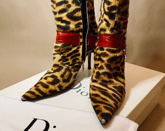 RARE FIND vintage 2000s Dior ponyhair ankle boots in leopard pattern size 39 good condition.