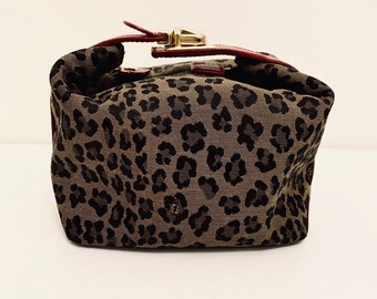 ONEOFAKIND Bintahe Fendi leopard print mini pouch bag with red leather details and gold toned buckle very good condition