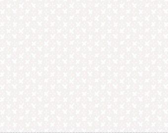 7/8 YD Bolt End Moda Whispers Criss Cross White (33552 11)