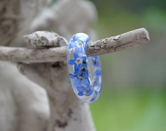 c3993a654 Resin RING with dried pressed Forget me not flowers