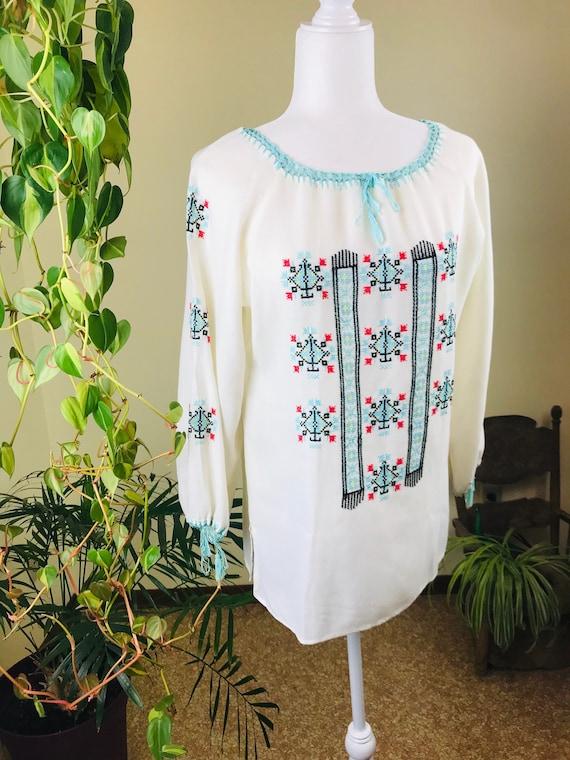 Vintage 1970s Linen Hungarian Blouse. - image 2