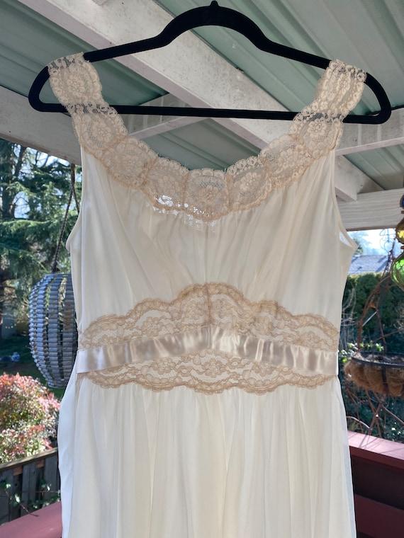 Vintage 1950's Vanity Fair Nightgown