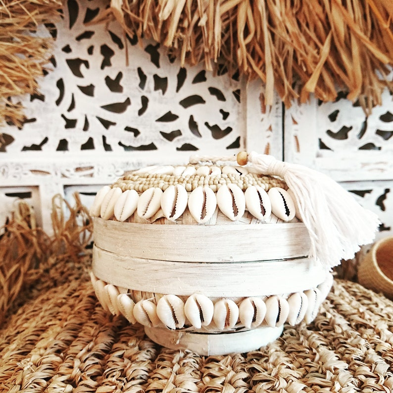 Beaded basketball Jewelry box Balinese sticky bamboo box Offering box Round bamboo boxes with shells and pom-pom
