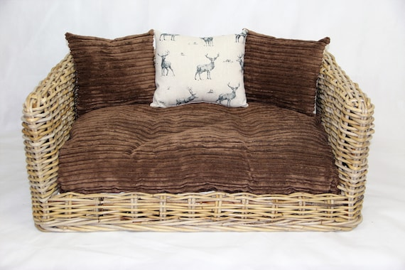 Outstanding Luxury Rattan Dog Cat Sofa Bed Available In 3 Sizes With Brown Cord Stag Cushion Inzonedesignstudio Interior Chair Design Inzonedesignstudiocom