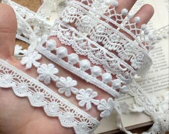 narrow lace edging 3 colours Item pic Vintage 70/'s cotton cross stitch braid