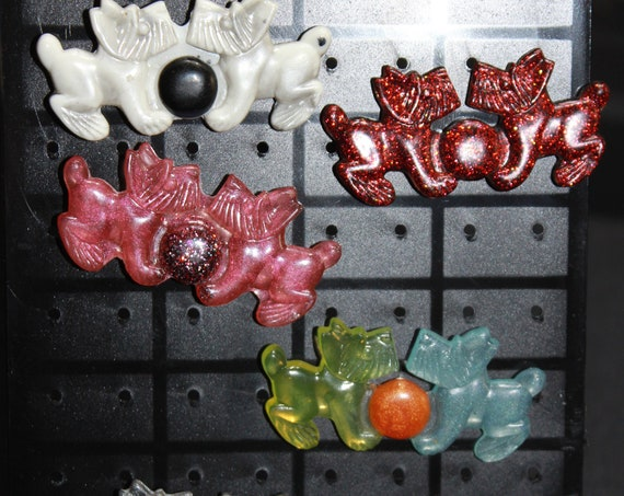 Wholesale Pinbacks - Scottish Terrier - 5 Dogs w/ball Pair Pins - One Low Price!  1 inch pin - Resin Colorful Decorative Accessories!