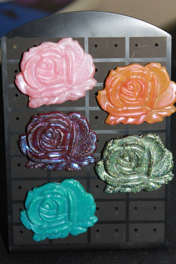 Wholesale Pinbacks - 5 Colorful Rose Pins - One Low Price!  1 inch pin - Resin Colorful Decorative Accessories! Blossoms Flowers