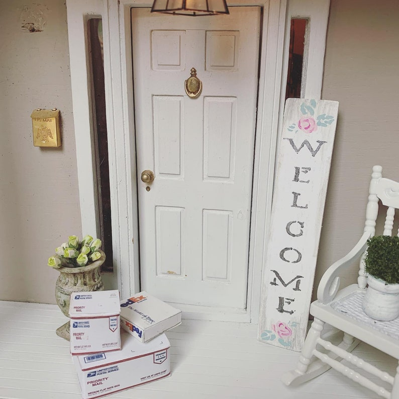 1:12  SCALE  Handpainted  Dollhouse Welcome  Sign
