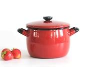 Modern Swedish Kockums pot by Arne Erkers. Red Kockum stove pot. Retro Enamel. Nordic Vintage Kitchenalia
