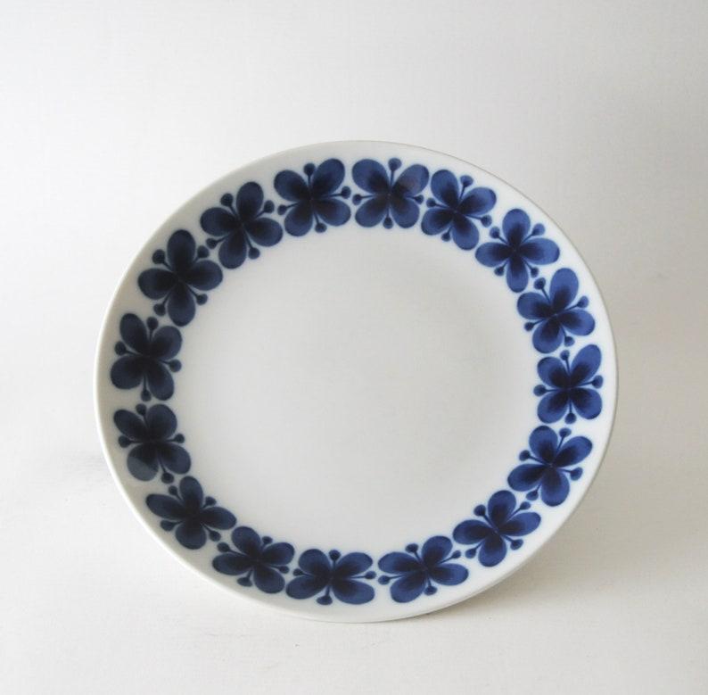 Scandinavian modernist design Mid-Century Modern Rorstrand MON AMIE Dinner plate by Marianne Westman Collectible Tableware