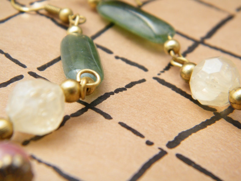 Vintage stone imitation dangling loops