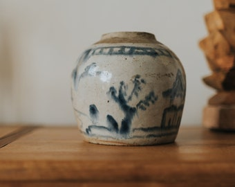 C.1600s - Late Ming Dynasty Antique Chinese Blue and White Porcelain Ginger Jar