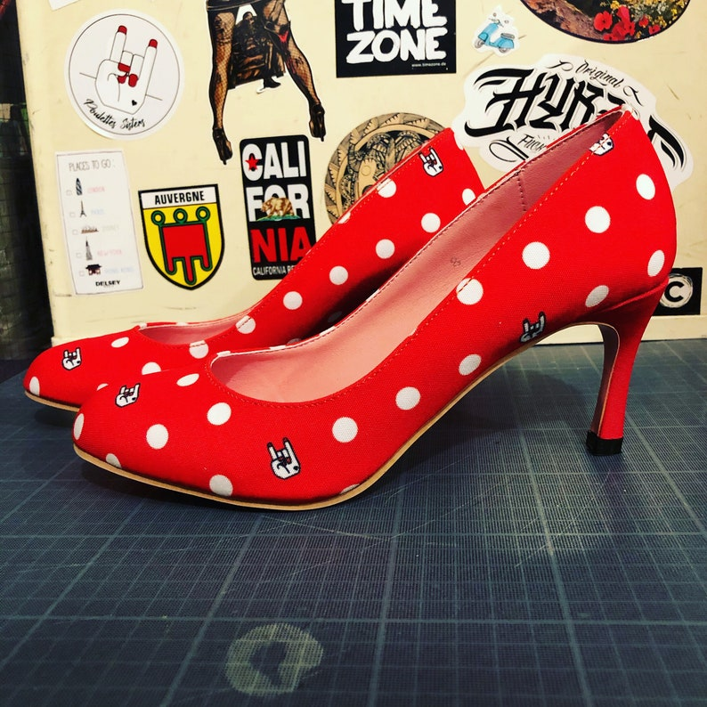 Red Hell Dots pump image 0