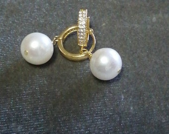 Gold-plated Creole earrings and white Edile cultured pearls