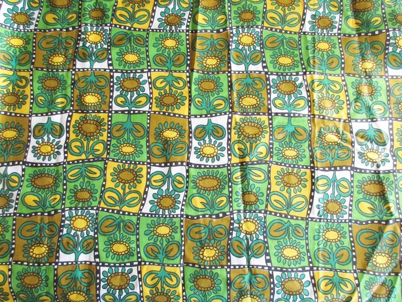 Rest piece 113 cm x 80 cm Fabric Yardage Mercerized Cotton Light Fabric Vintage 70s Retro Flower Fabric with Sunflowers