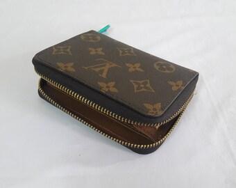 ab584e47d90e LOUIS VUITTON Zippy wallet