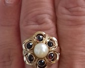 14kt gold ring set with a pearl and 6 garnets