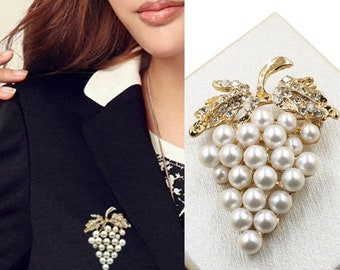 aac1034d0 Vintage Imitation Pearl Grapes Brooches