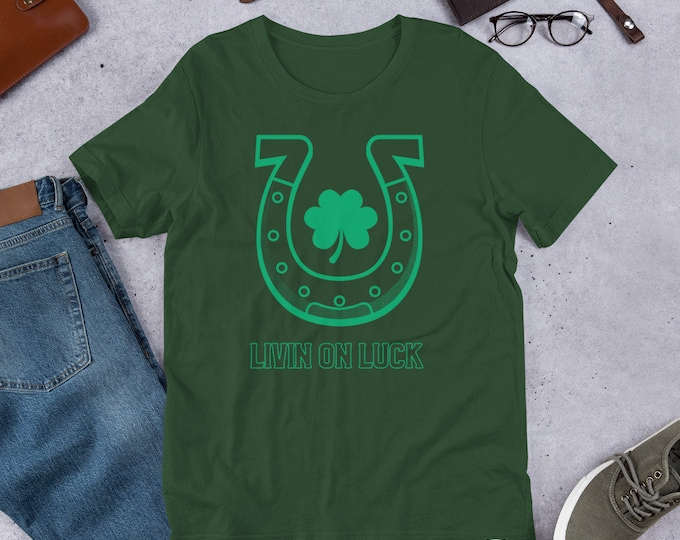LUCKY SHAMROCK TEE Clover T-Shirt for St Patricks Day St Paddys Day Tee Graphic Tee Shirt for Men and Women Short-Sleeve Unisex T-Shirt