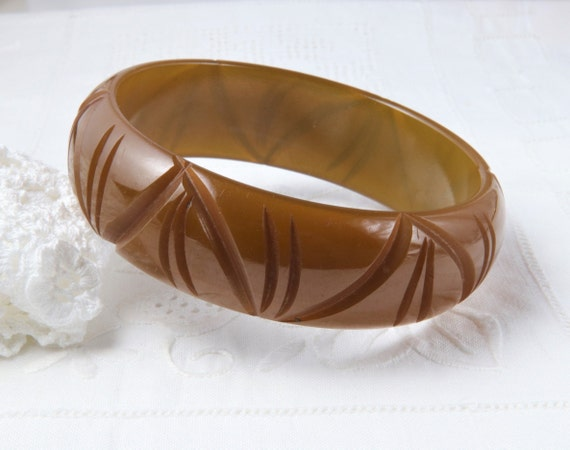 Vintage bakelite Bracelet, Carved Bakelite Bangle,