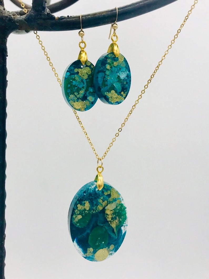 /& Turquoise  Oval Resin Pendant Earring and Necklace Set Green Gold Gold filled