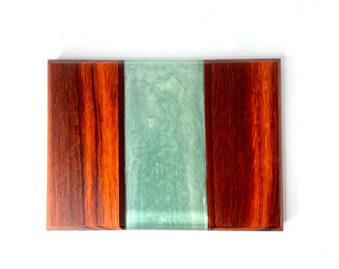 River Cutting Board (Medium) - Padauk Wood & Hazy Sea Glass