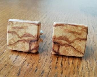 Cufflinks quadrangle made of wood with stripes