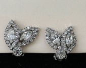 Vintage Rhinestone crystal leaf petal quot Weiss quot clip on earrings costume jewelry artdeco