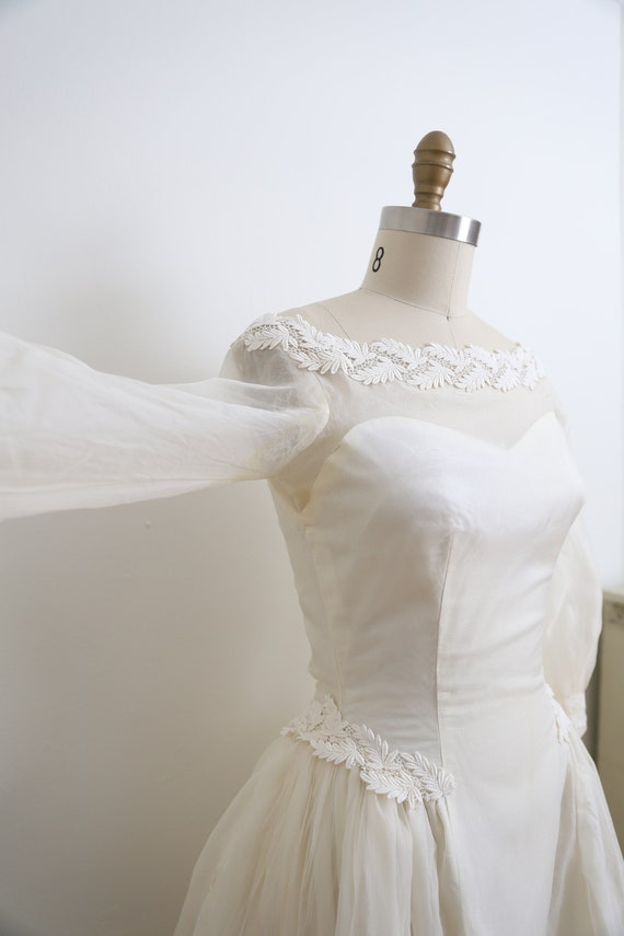 VINTAGE 1950's Wedding Gown and veil, Ivory long … - image 5