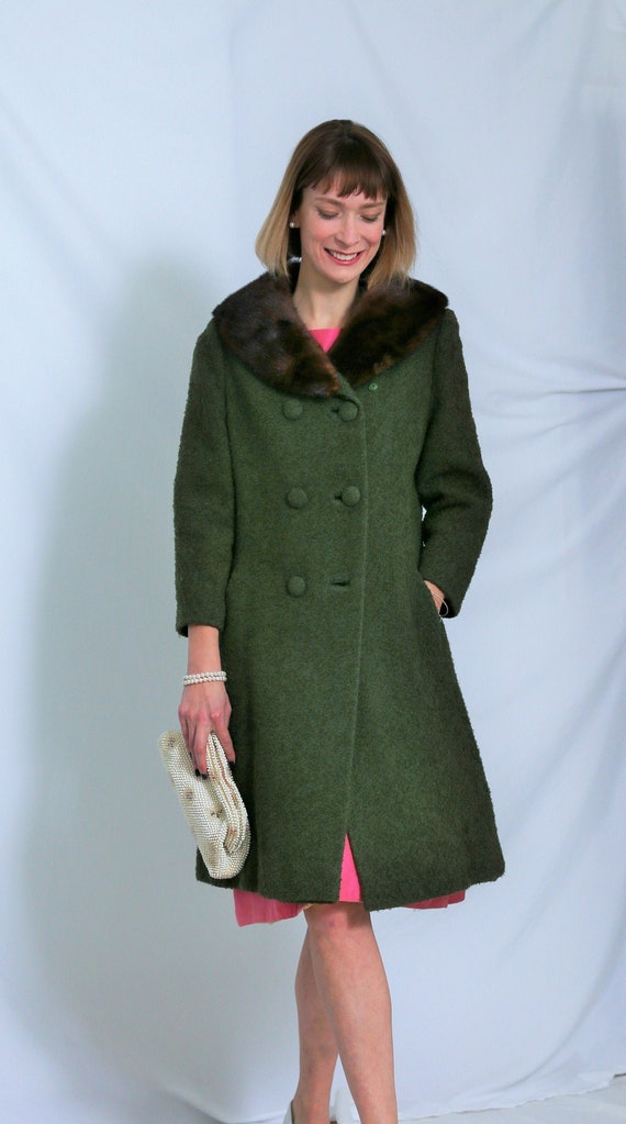 VINTAGE Green Boucle WOOL coat with FUR Collar